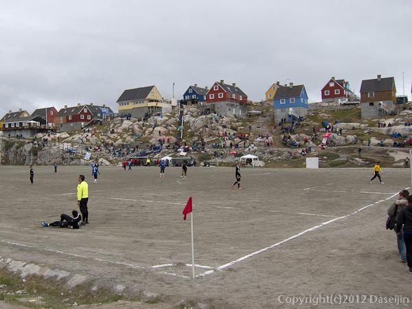 120810アイスランド、グリーンランドの旅・イルリサットのサッカー