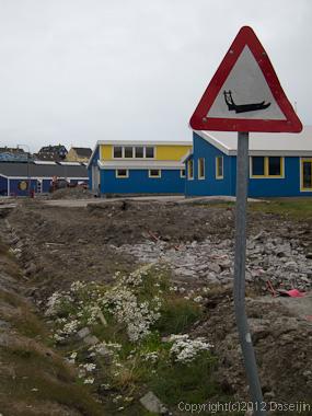 120810アイスランド、グリーンランドの旅・そりに注意?