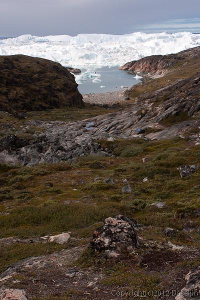 120811アイスランド、グリーンランドの旅・イルリサット世界遺産地区トレッキング谷間を行く