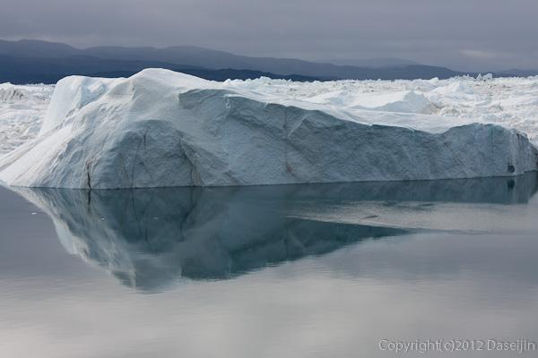 120811アイスランド、グリーンランドの旅・イルリサット世界遺産地区の氷山1
