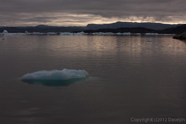 120812アイスランド、グリーンランドの旅・早朝の海