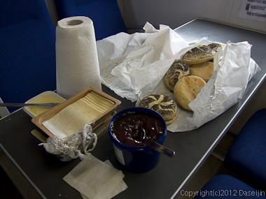 120812アイスランド、グリーンランドの旅・氷河クルーズの朝食