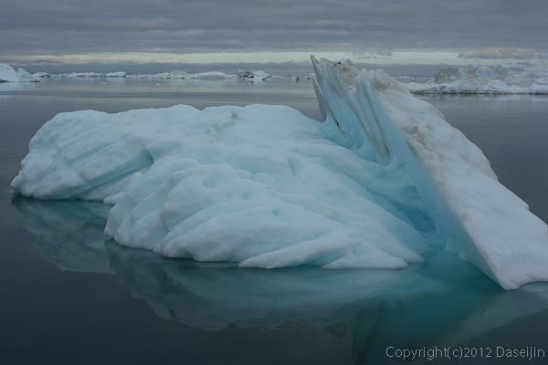 120812アイスランド、グリーンランドの旅・氷山2