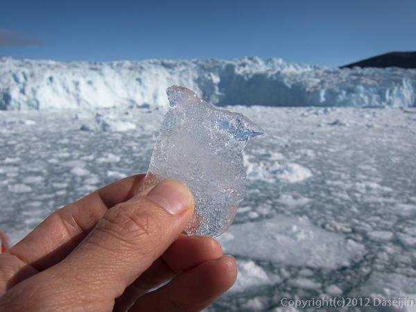 120812アイスランド、グリーンランドの旅・氷河のかけら