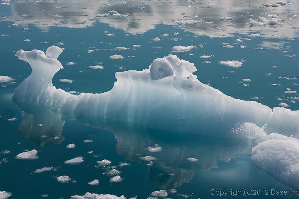 120812アイスランド、グリーンランドの旅・翡翠のような氷