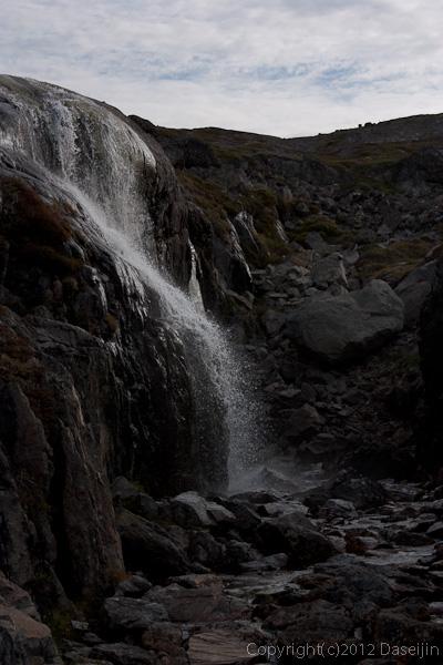 120813アイスランド、グリーンランドの旅・滝もある