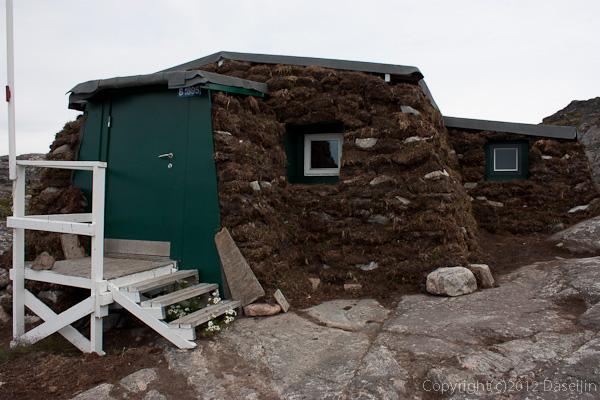120813アイスランド、グリーンランドの旅・堆積植物でできた家