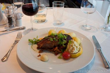120814アイスランド、グリーンランドの旅・空港のホテルで食事