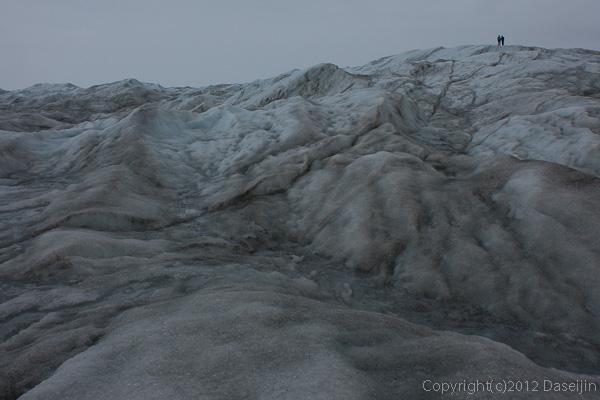 120814アイスランド、グリーンランドの旅・氷床に立つ