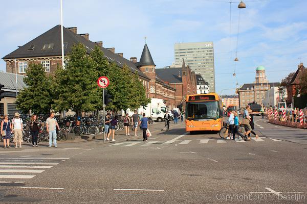 120816アイスランド、グリーンランドの旅・コペンハーゲン中央駅前