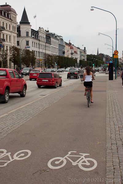 120816アイスランド、グリーンランドの旅・ヘルシンボリ駅前の自転車ゾーン