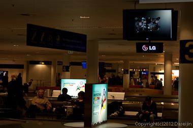 120815アイスランド、グリーンランドの旅・コペンハーゲン空港で荷物待ち