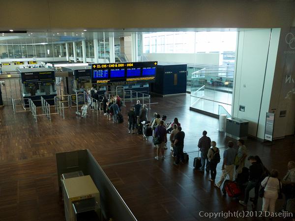 120817アイスランド、グリーンランドの旅・コペンハーゲン空港、EU外へのゲート