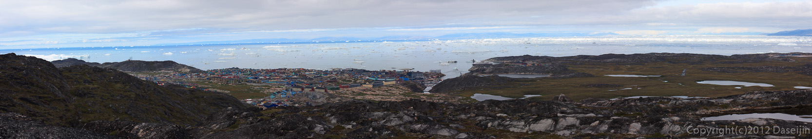 120811アイスランド、グリーンランドの旅・丘の上からイルリサット全景