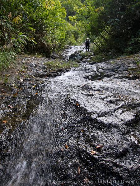 120915小赤沢・中ほどから滑滝が続く