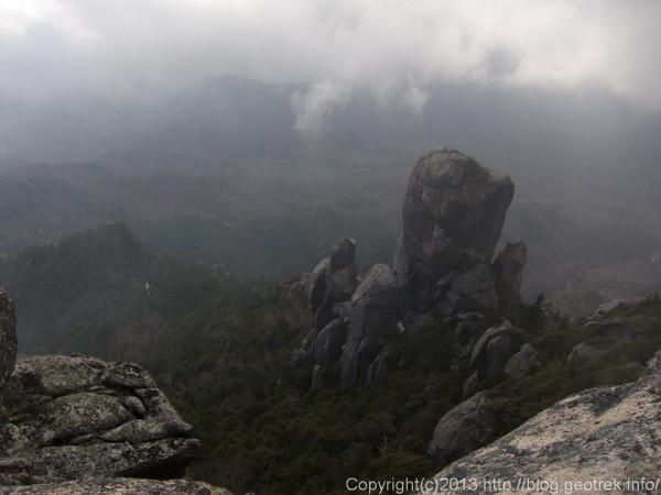 瑞牆山山頂から大やすり岩