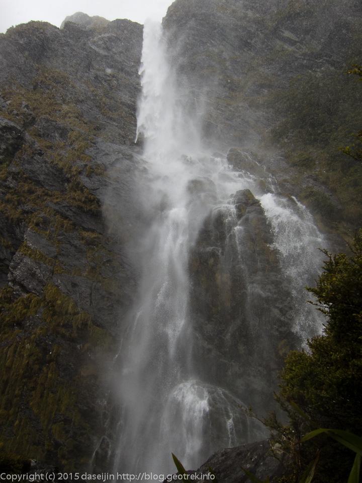 アーランド滝(Earland Falls)