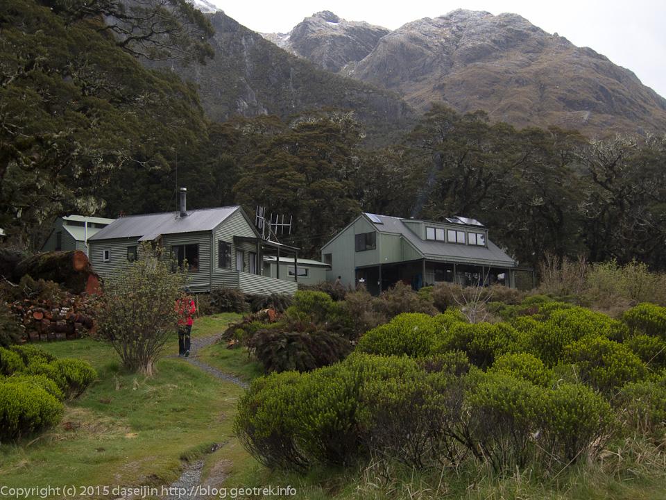 一般登山者向けのマッケンジー湖小屋
