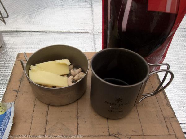 ルートバーン・フラットで、チーズとワインで一杯