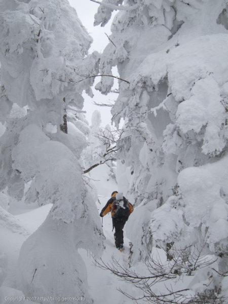 天元台スキー場のゲレンデトップから中大巓をめざす