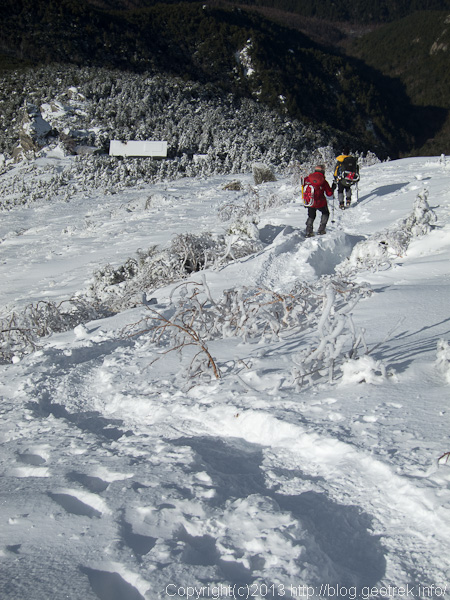 金峰山山頂から金峰山小屋へ下る