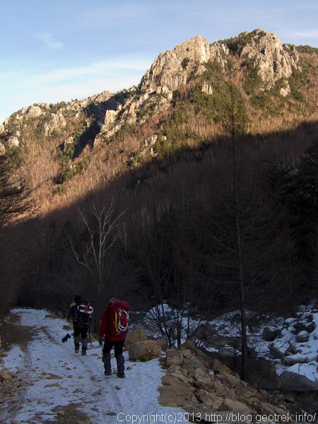 金峰山荘までの林道歩き