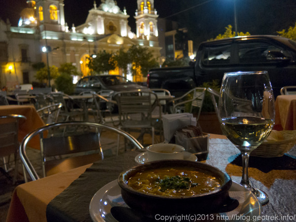 130829サルタ・7月9日広場のカフェで食事