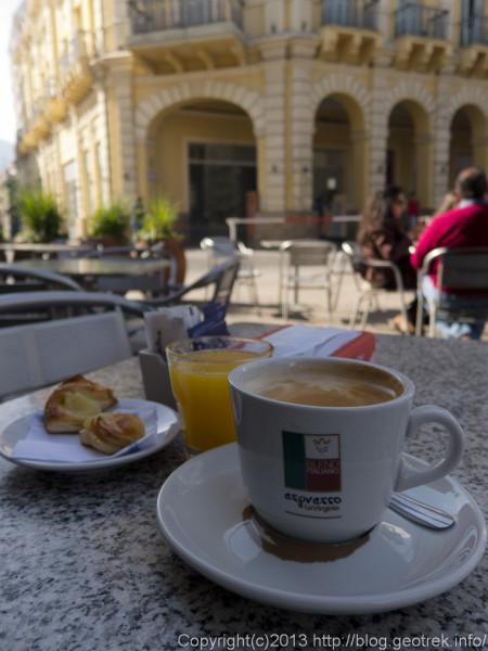 130831サルタの7月9日広場のカフェ