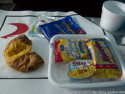 130826イグアス行きバスの朝食