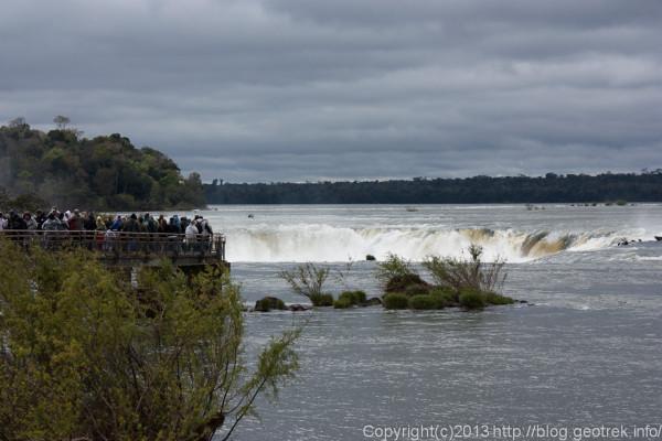 130827イグアスの滝・悪魔ののど笛遠景