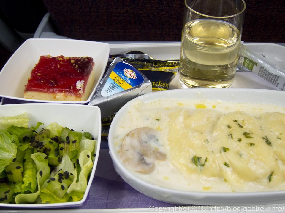 130824リマ行きの機内食1