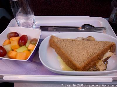 130824リマ行き機内食2