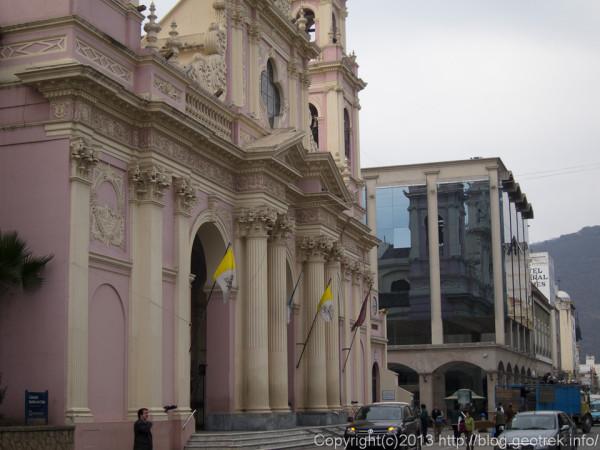 1308297月9日広場のカテドラル。