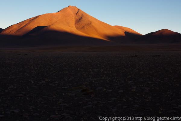 130903アタカマ砂漠、ラグーナ・コロラダ周辺の山
