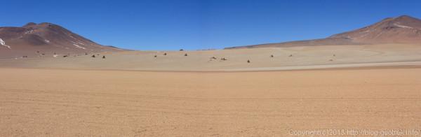 130903アタカマ砂漠、岩が点在する砂丘