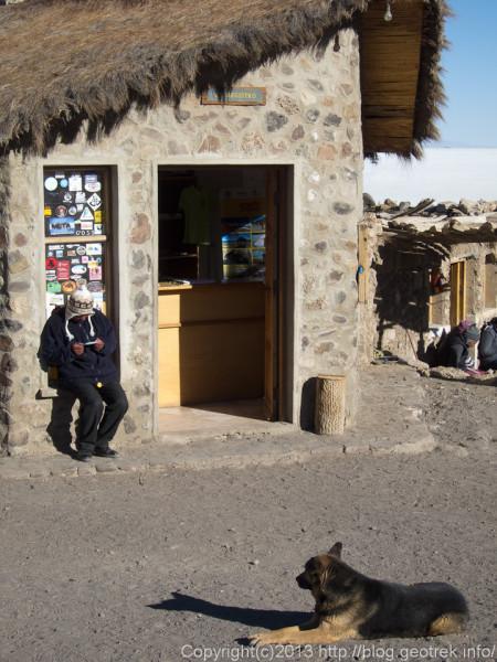130905ボリビア、インカワシ島の事務所