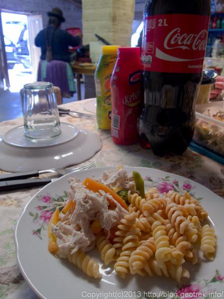130905ボリビア、コルチャニ村で昼食