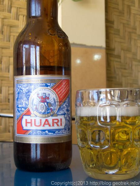 130905ウユニ、広場のカフェでビール