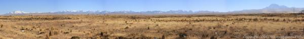 130907ボリビア、ラパスを囲む山々