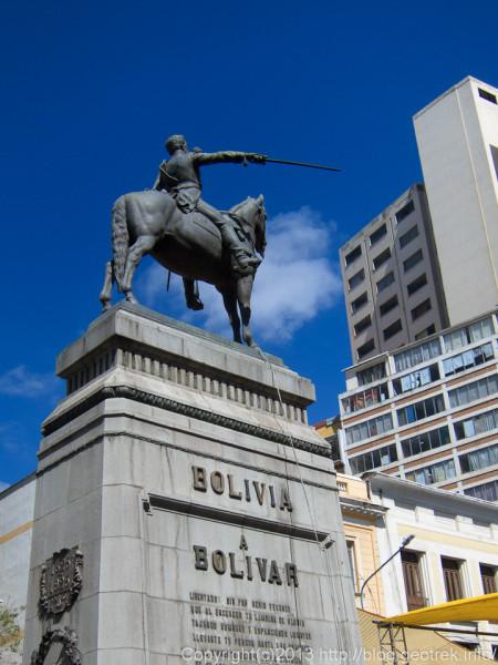 130908ボリビア、ラパス7月16日通りのシモン・ボリバル