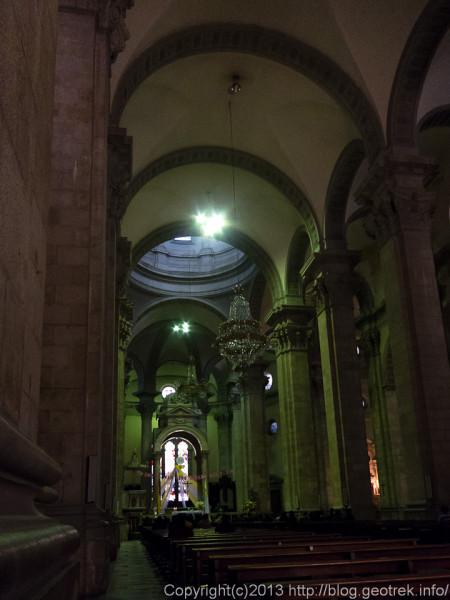 130908ボリビア、ラパス市内の教会