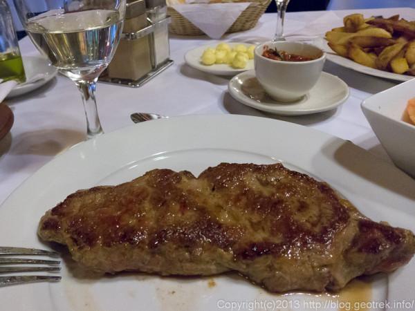 130908チリ、サンティアゴ、夕食のステーキ。