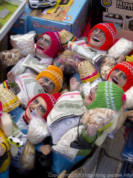 130907ボリビア、コパカバーナ、エケコ人形