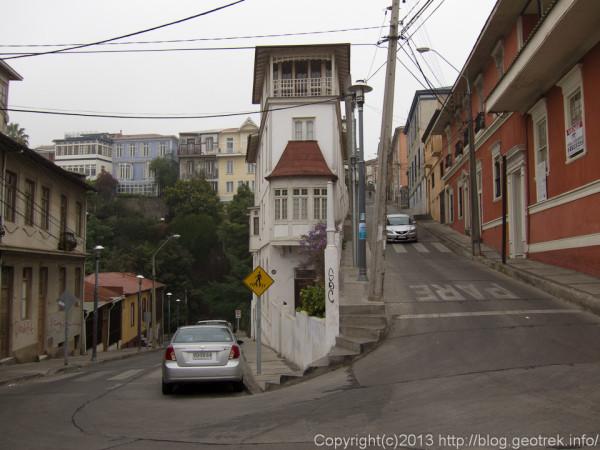 130909チリ、バルパライソアレグレの丘の家