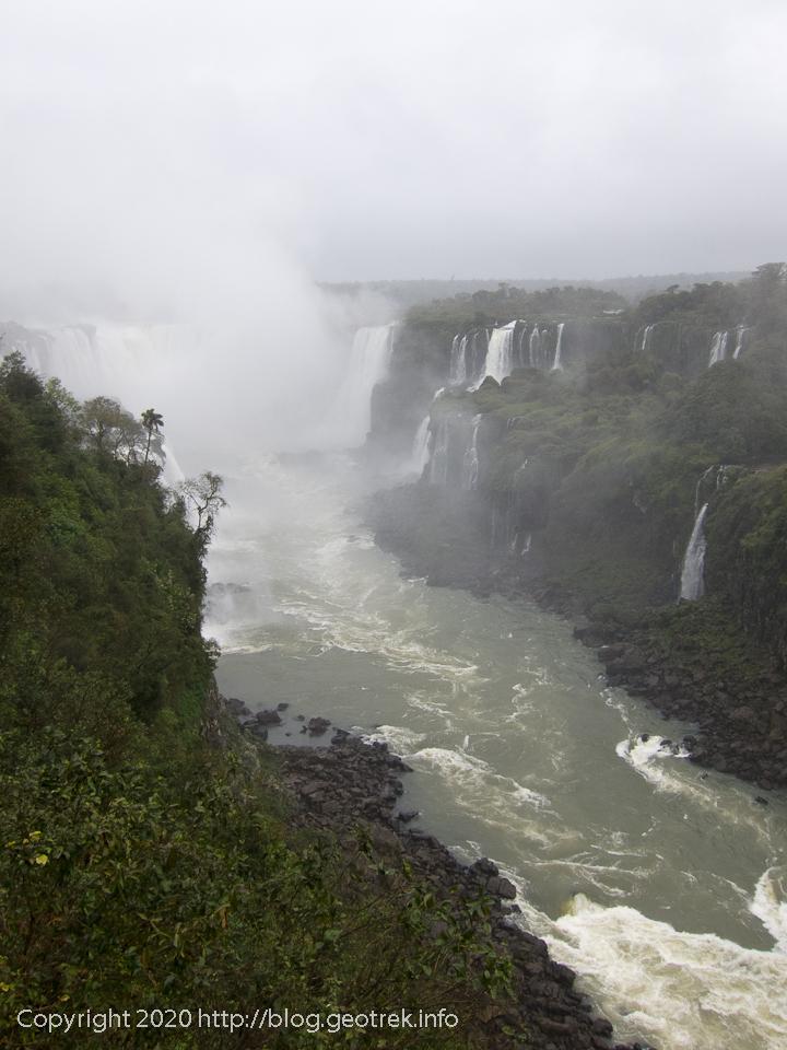 130826 ブラジル イグアスの滝が見えてきた