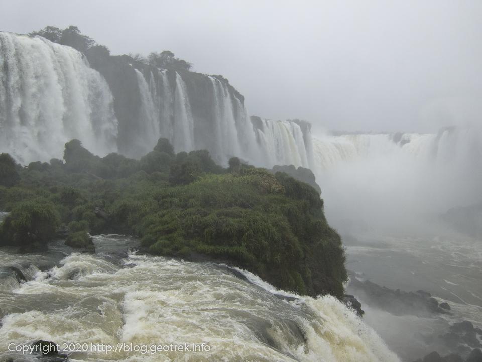 130826 ブラジルイグアスの滝、展望台から