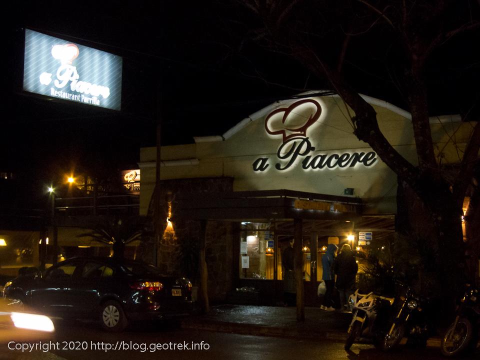130826 プエルトイグアス、メインストリートのレストラン