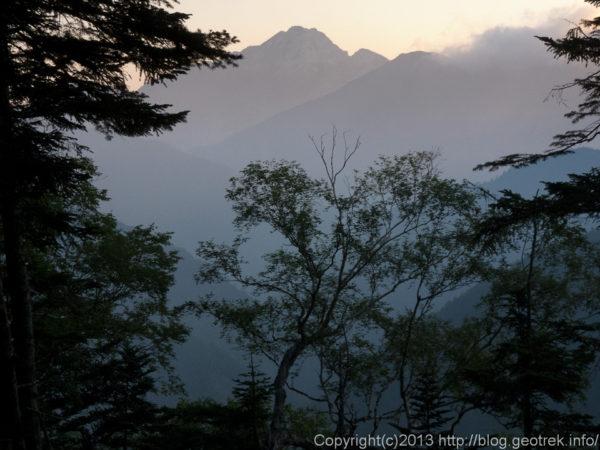 20130812仙塩尾根から朝の甲斐駒ケ岳