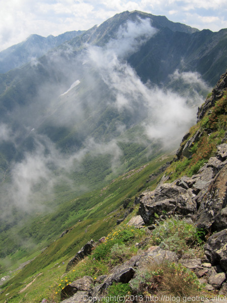 20130811間ノ岳にガス