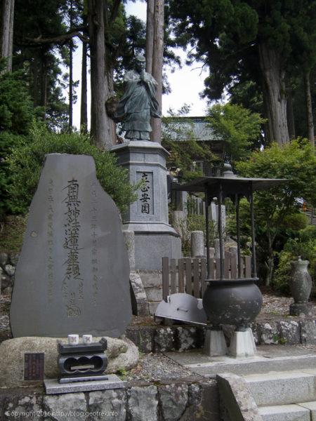 160724身延山久遠寺、山頂の日蓮像